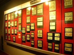Музей денег Японии. Экспозиция банкнот.