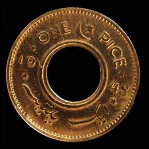 Музей денег в Пакистане. Пакистанская монета достоинством одна пайса