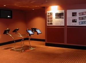 Музей денег в республике Тринидад и Тобаго. Экспозиционный зал.