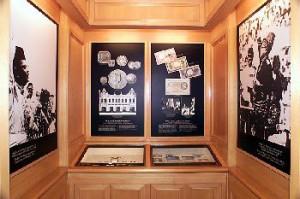 Денежный музей и культурный центр Малазийского Банка Негары. Интерьер  выставочного зала.