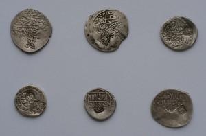 Приложение: фото 6 монет Шейданидов с надчеканками имен ханов.