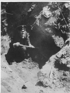 Илл.9. А.А.Кротков на раскопках в Наровчате.