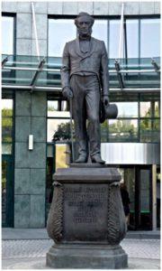 памятник приурочено к 165-летию первого вклада.